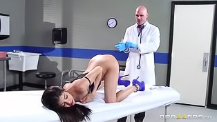 Doctor screws a lovely Latina