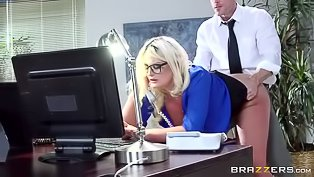 Bubble butt blondie gets nailed hard