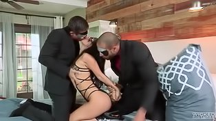 Wild threesome with sensational brunette
