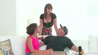 Sexy chick gets her holes drilled