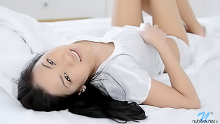 Asian sweetie orgasms in bed