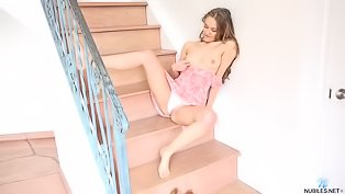 Chick is having solo on the stairs