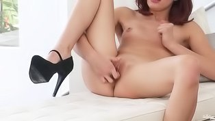 Hottie in heels wants to cum