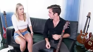 Guitar player is fucking blonde chick