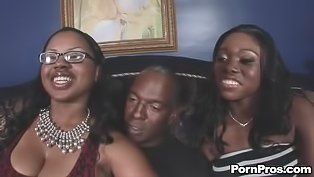 Ebony lovers are enjoying threesome