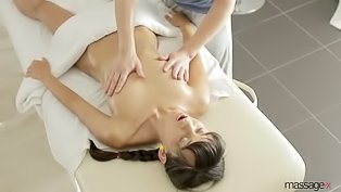 Passionate masseur is fucking brunette