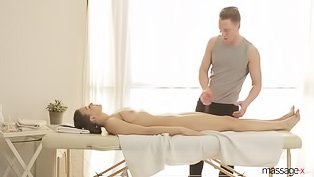 Brunette hoe destroyed by her masseur