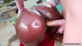 Oiled up ebony sluts gets nailed