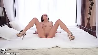 Busty young igrl is masturbating gently