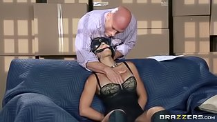 Blindfolded babe is getting penetrated