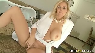 Horny MILF's twat gets penetrated