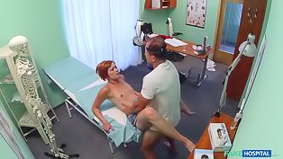 Red-haired babe boned by her doctor