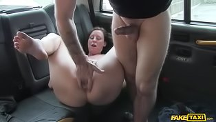 Rough-looking MILF fucks a cabbie