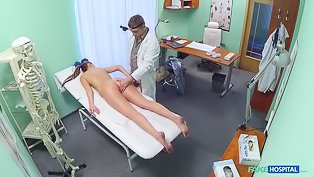 Amateur patient fucking her doctor
