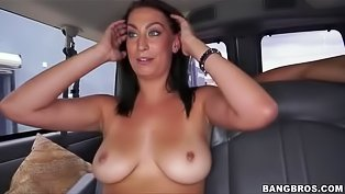 Brunette slut gets nailed in the car