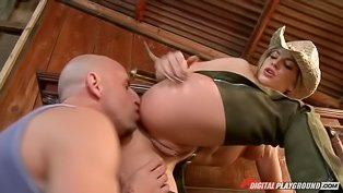 Country girl fucked at the saloon