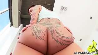 Tattooed whore gets her ass penetrated