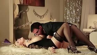 Horny blonde loves gentle cunnilingus