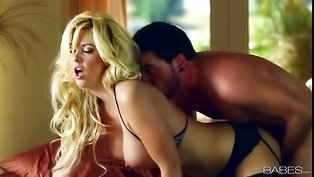 Sensational blonde gets penetrated