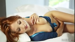 Ginger babe is enjoying great solo