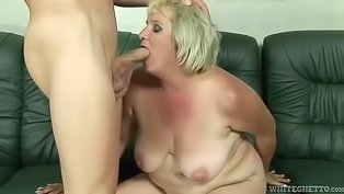 Juicy blonde wants to be banged