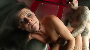 Tattooed guy is banging the MILF